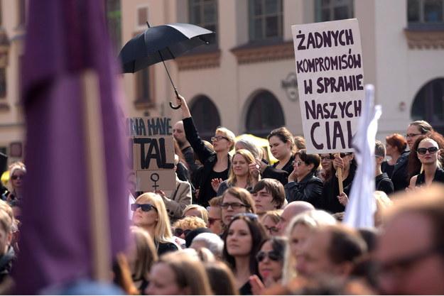 """""""Czarny protest"""" w Krakowie /AA/ABACA /PAP"""