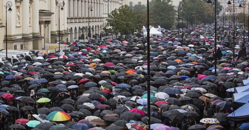 """""""Czarny protest"""" / zdj. ilustracyjne /Andrzej Hulimka  /East News"""