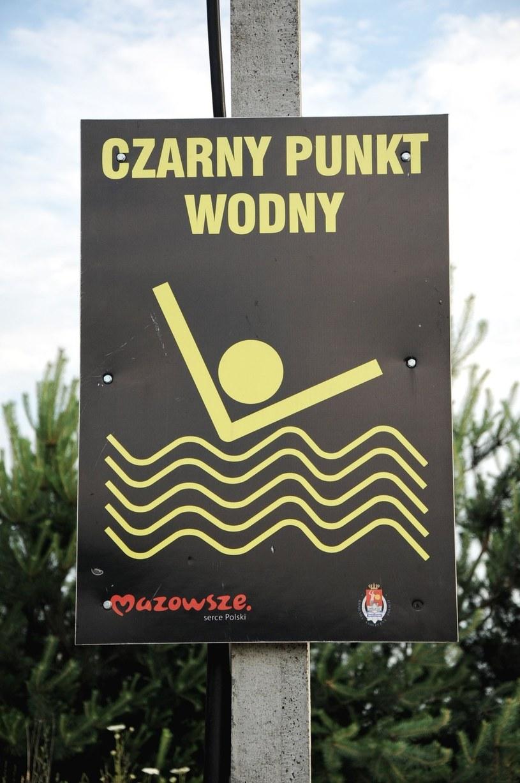 Czarny punkt wodny we wsi Krusze w wojewodztwie mazowieckim /Jakub Wysocki/ Reporter /East News
