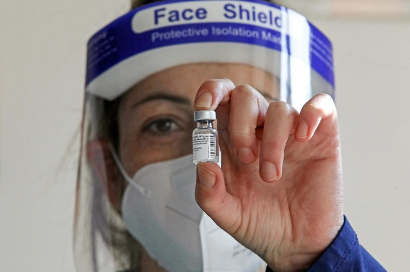 Czarny rynek szczepionek na Covid ma sie dobrze /AFP