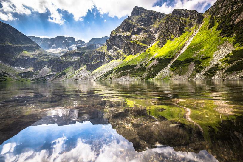 Czarny Staw Gąsienicowy to jedno z najgłębszych jezior w Tatrach /123RF/PICSEL