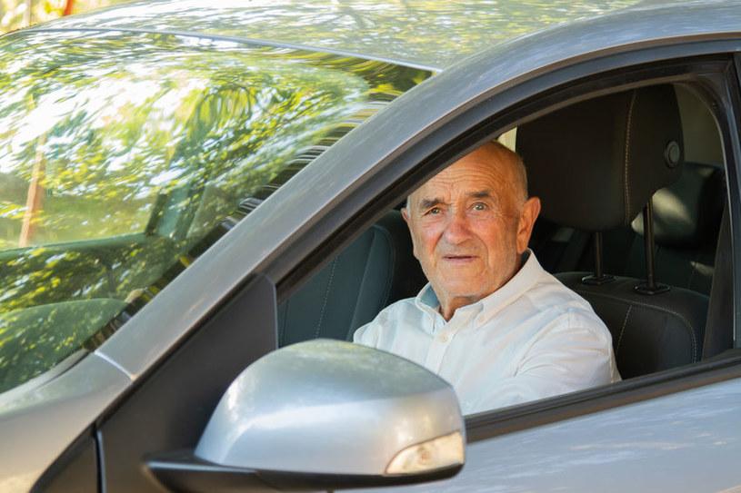 Czasami senior nie wie, kiedy powinien zrezygnować z prowadzenia samochodu /123RF/PICSEL