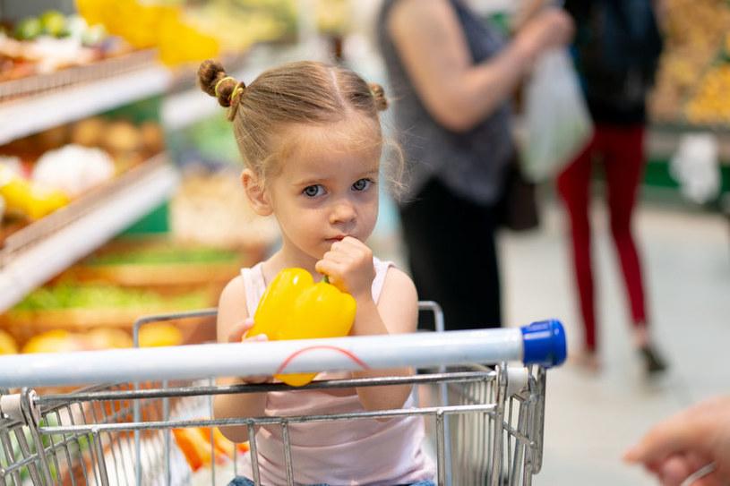 Czasami zakupy z dzieciem są wyzwaniem /123RF/PICSEL