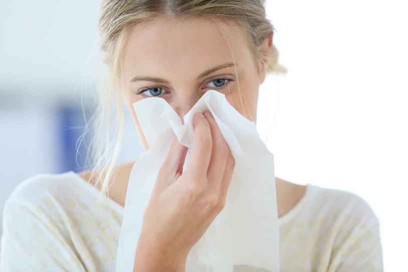 Czasem można pomylić objawy alergii z objawami przeziębienia /123RF/PICSEL