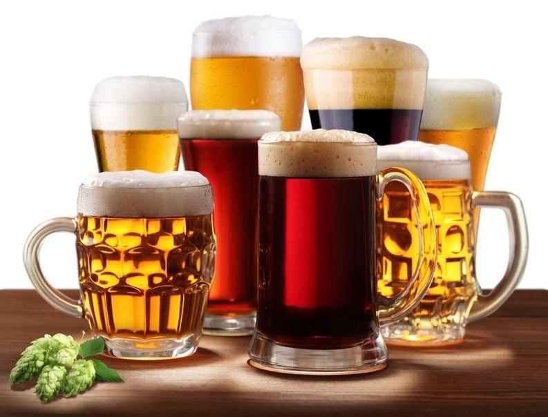 Czasem warto wybrać się do pubu na piwo. Choćby dla samej piany! /123RF/PICSEL