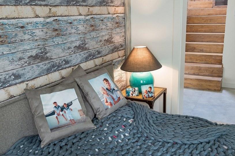 Czasem wystarczy samodzielnie zaprojektowana fotorama albo poduszka z ulubionym zdjęciem, aby nadać wnętrzu osobisty charakter /123RF/PICSEL