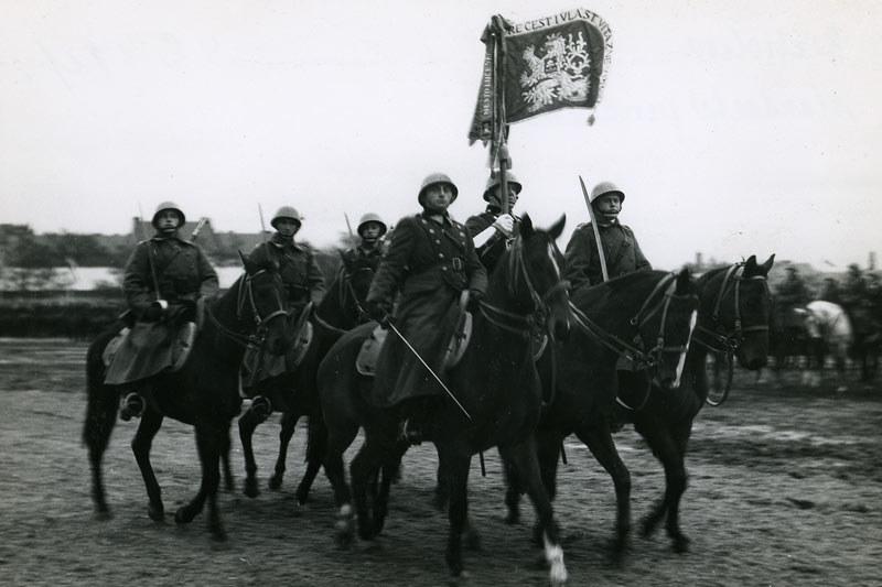 Czechosłowacka kawaleria w 1936 roku /archiwum S. Zagórskiego /INTERIA.PL/materiały prasowe
