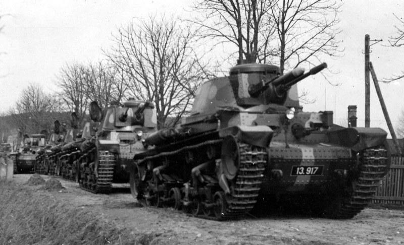 Czechosłowackie czołgi podczas manewrów /Wikimedia Commons – repozytorium wolnych zasobów /INTERIA.PL/materiały prasowe
