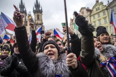 Czechy: Kilka tysięcy osób na demonstracji przeciw działaniom rządu ws. epidemii