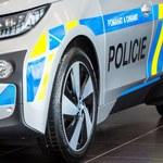 Czechy: Policjant klęczał na szyi Roma. Mężczyzna zmarł