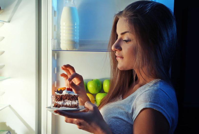 Czego nie jeść wieczorem? /©123RF/PICSEL
