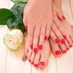 Czego oznaką są zimne dłonie i stopy?