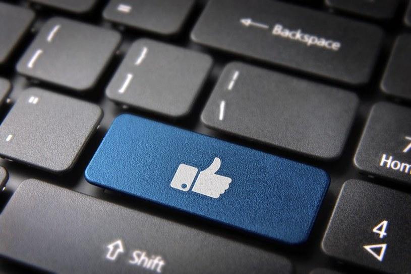 """Czego to ludzie nie zrobią dla """"Like'ów""""... /123RF/PICSEL"""