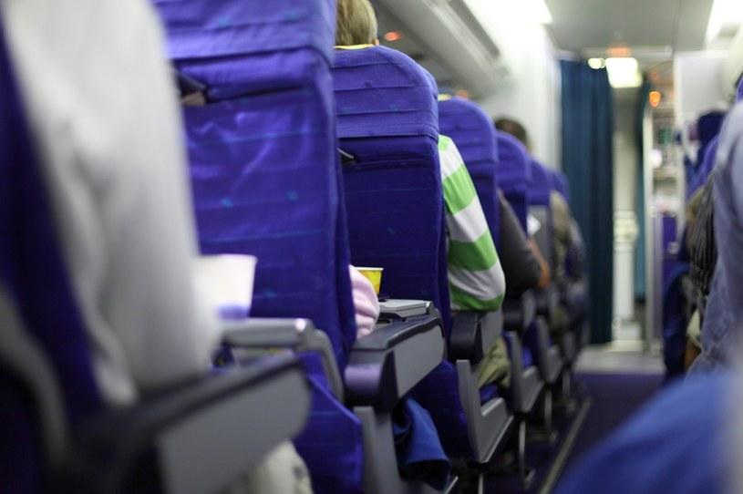 Czeka cię długi lot samolotem? Zapoznaj się z naszymi radami /123RF/PICSEL
