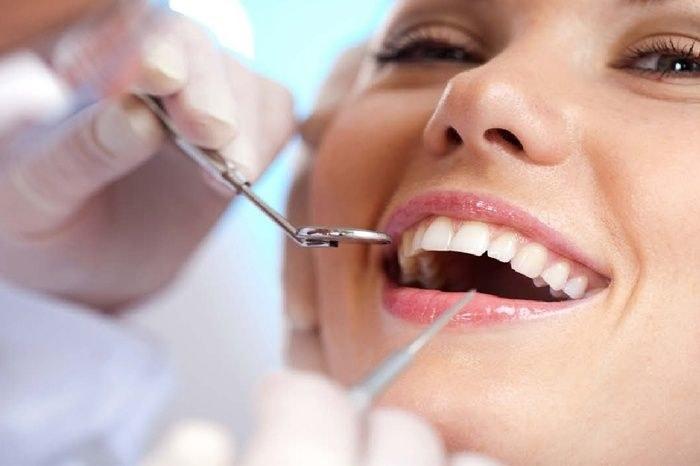 Czekolada a próchnica zębów /© Photogenica