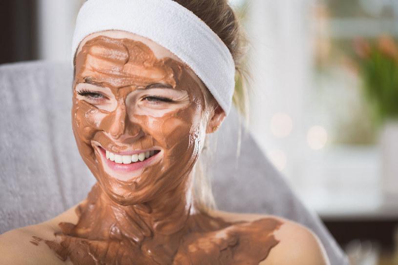 Czekoladową maskę możesz przygotować sama w domu. To łatwe! /123RF/PICSEL