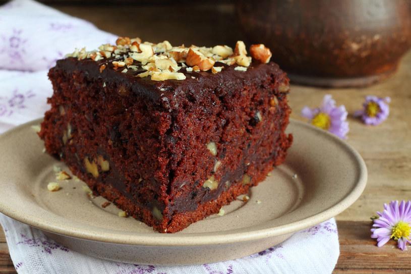 Czekoladowe ciasto z cukinią /123RF/PICSEL