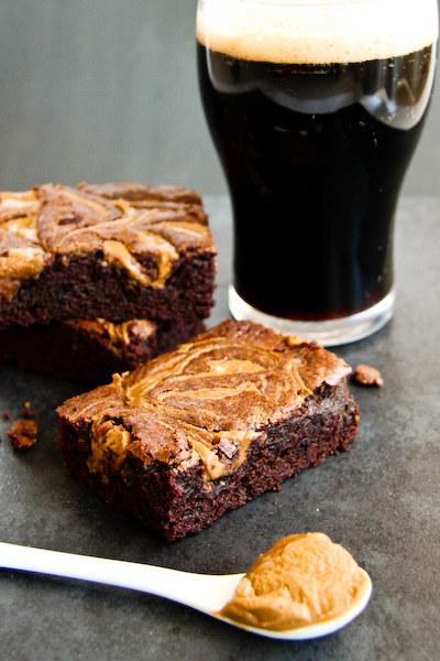 czekoladowe piwne brownie /© Photogenica
