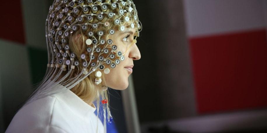 Czepek z 256 elektrodami do rejestrowania aktywności EEG mózgu /NTNU/Microsoft /Materiały prasowe