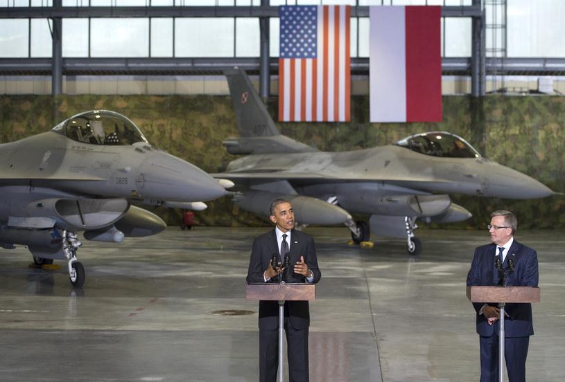 Czerwiec 2014. Prezydenci Obama i Komorowski, w tle nasze F-16 /AFP