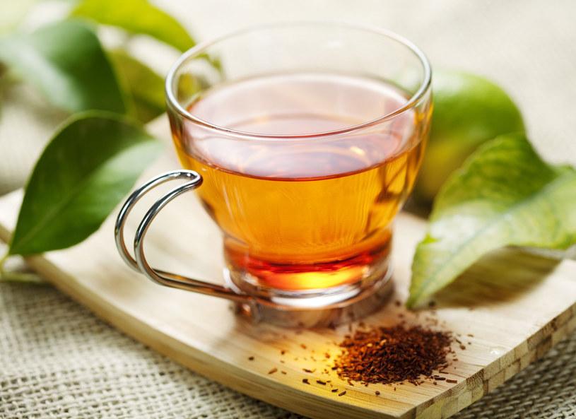 Czerwona herbata wspomaga odchudzanie /123RF/PICSEL