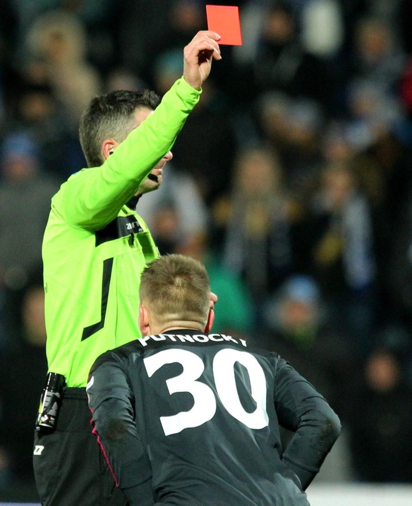 Czerwona kartka dla Putnocky'ego była kluczowym momentem tego meczu /Andrzej Grygiel /PAP