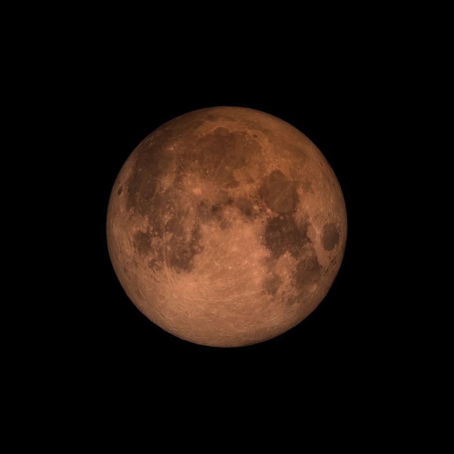 Czerwonawa barwa Księżyca obserwowana podczas całkowitego zaćmienia /NASA's Goddard Space Flight Center /Materiały prasowe