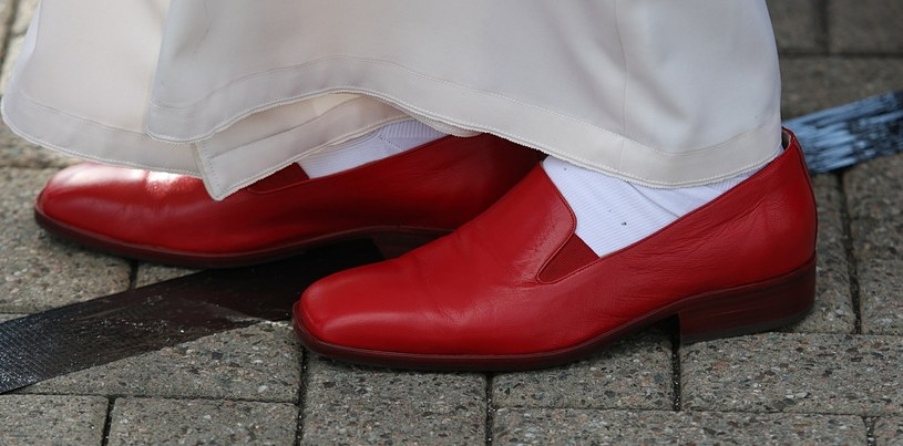 Czerwone buty papieża Benedykta XVI /East News
