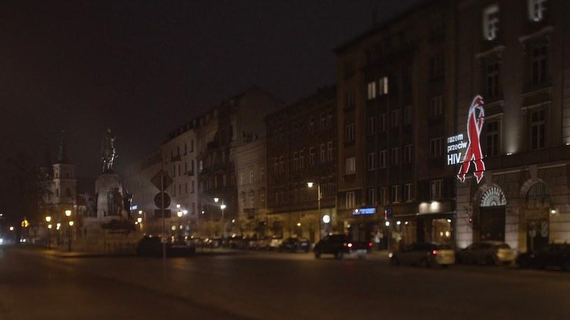 Czerwone kokardki w Krakowie /materiały prasowe