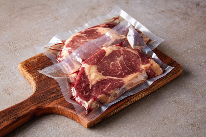 Czerwone mięso a serce /©123RF/PICSEL