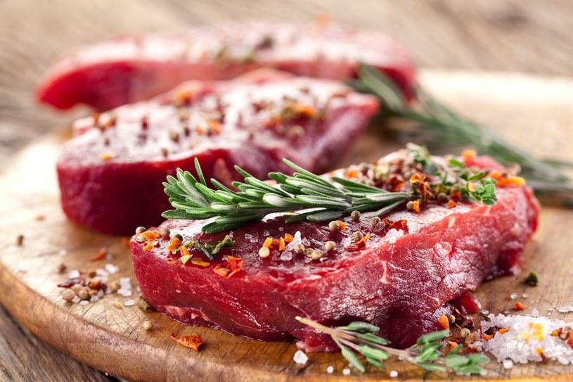 Czerwone mięso jest dobre dla krwi. Na szczęście są też opcje dla wegetarian /123RF/PICSEL