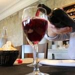 Czerwone wino dobrze robi twoim bakteriom