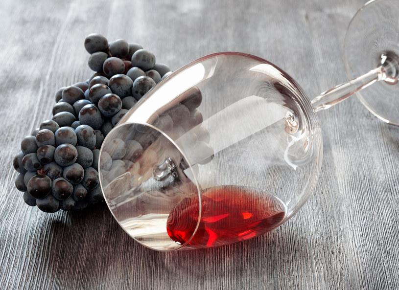 Czerwone wino ma pozytywny wpływ na zdrowie /123RF/PICSEL