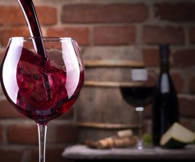 Czerwone wino wcale nie wydłuża życia?