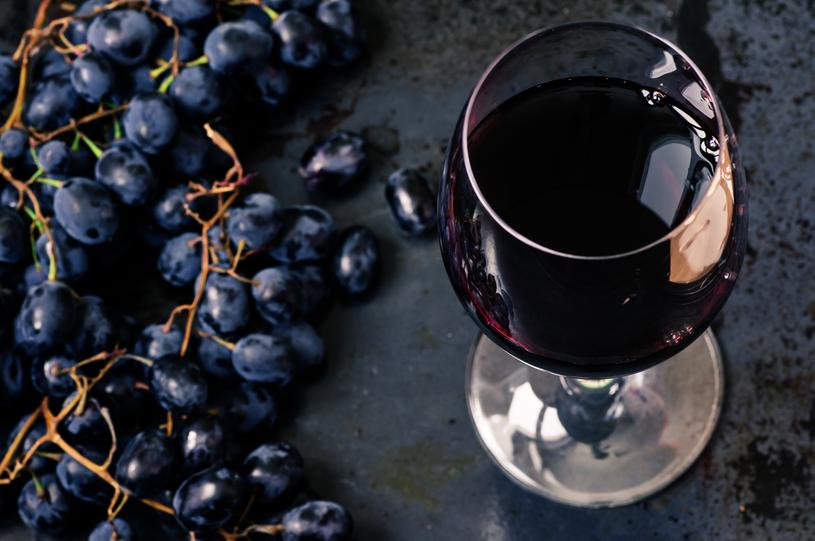 Czerwone wino zawiera sporo antyoksydantów /123RF/PICSEL