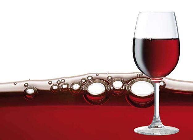 Czerwone wino /Wiedza i Życie