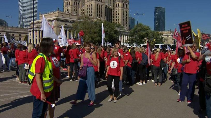 """""""Czerwony marsz"""" - pracowników sądów i prokuratur /Polsat News /Polsat News"""