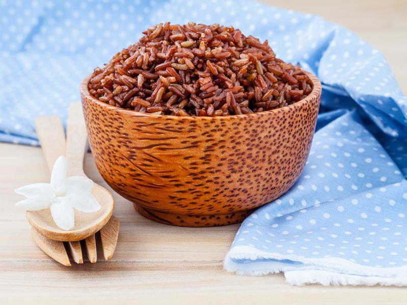 Czerwony ryż w misce /©123RF/PICSEL