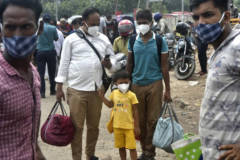 Część mieszkańców Dhaki jest zdesperowana i ucieka w jakikolwiek sposób przed lockdownem /Salim/Xinhua News /East News