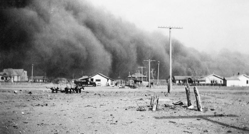 Część mieszkańców Wielkich Równin uznawała burze pyłowe za boską karę /Universal History Archive/Universal Images Group via Getty Images /Getty Images