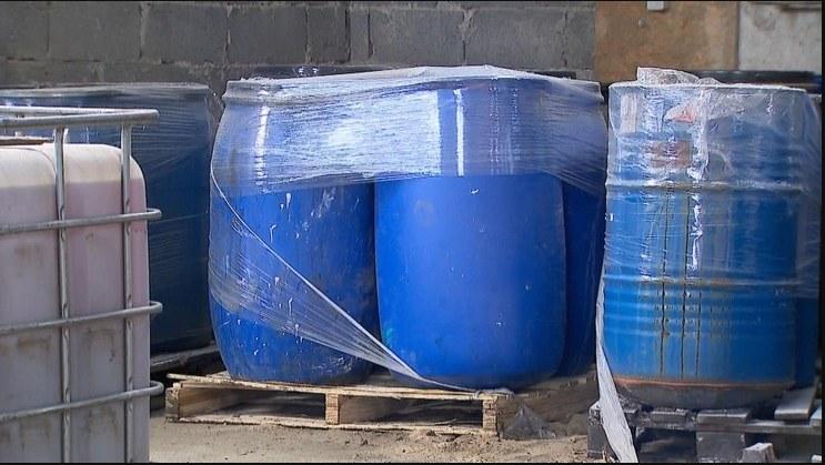 Część odpadów zostanie wywieziona na składowisko odpadów niebezpiecznych, a część zutylizowana w Niemczech.  Źródło: Polsat News /