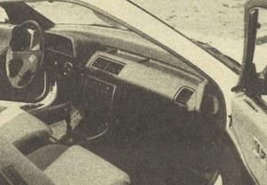 Część powietrza z dmuchawy kierowana jest odpowiednimi kanałami do drzwi /Motor