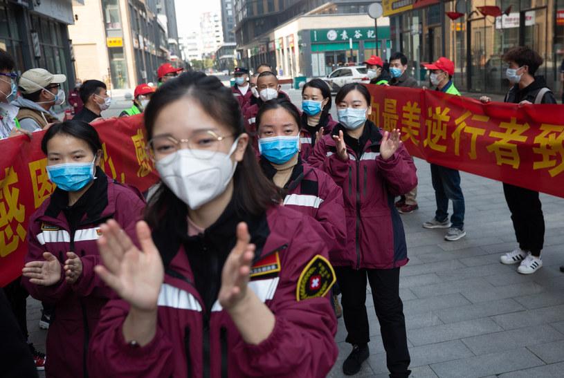 Część pracowników medycznych opuściła Wuhan /AFP