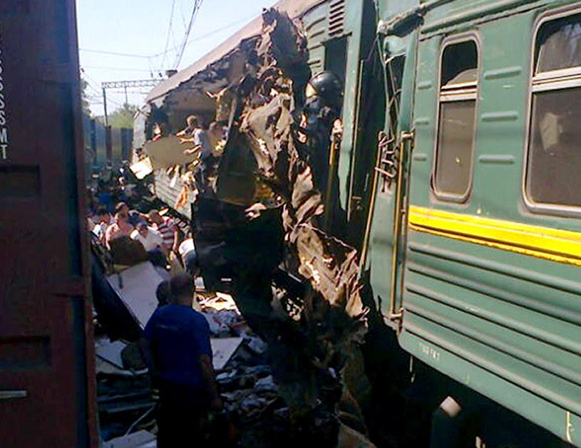 Część składu przewróciła się na wagony pasażerskie /Ministerstwo do Spraw Nadzwyczajnych Rosji /AFP