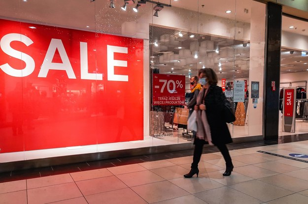 Część sklepów w galeriach handlowych jest obecnie zamknięta /Wojtek Jargiło /PAP