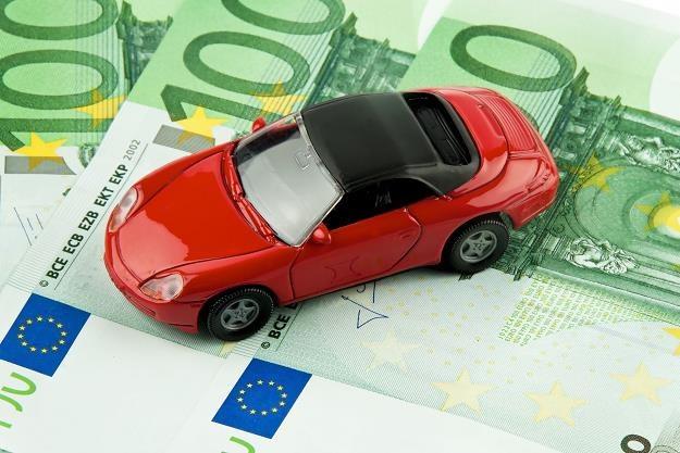 Części do złożenia popularnego auta kosztują tyle, co np. nowe porsche /©123RF/PICSEL