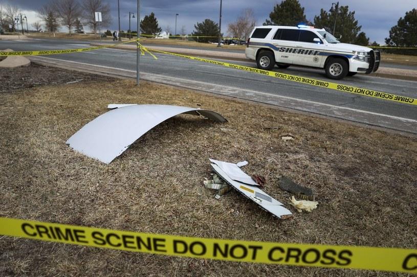 Części samolotu, które spadły na ziemię /AFP