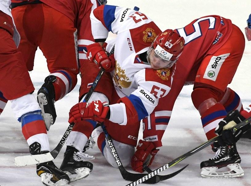 Czesi i Rosjanie w trakcie meczu z 12 listopada /AFP