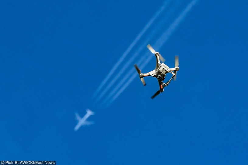 Czeska policja walczy z dronami /Piotr Bławicki /Reporter