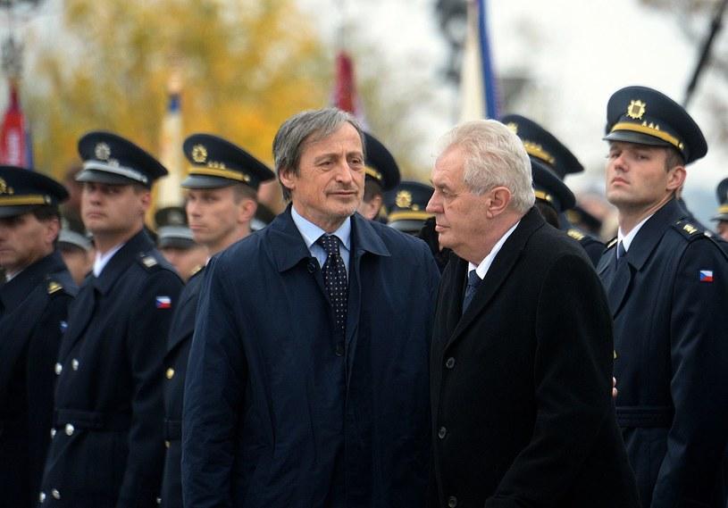 Czeski prezydent Milosz Zeman i minister obrony Martin Stropnicky /AFP